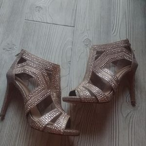 (7.5) Gianni Bini High Heel shoes!